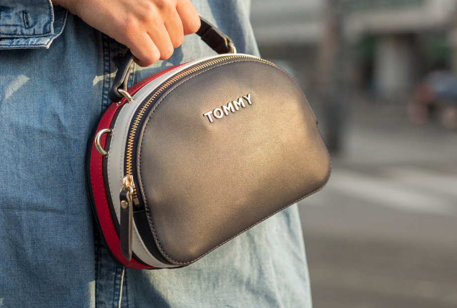 Stylish small bag that will fit the basics.